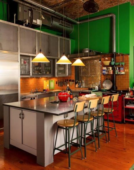 En réunissant salle à manger et cuisine style loft New-Yorkais