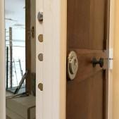 Serrure blindage fourreau, conserve la porte d'origine - rénovation copropriété - Grand choix de coloris (gamme RAL)