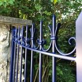 Portail - acier - vantaux - barreaux - végétal - design - sur mesure - fixation platine - Thermolaquage - artisan - atelier de mainville - draveil - essonne - île de france - 91210 - métallerie - serrurerie