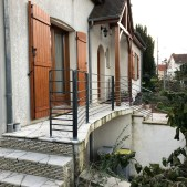 Garde corps de terrasse en acier brut avec 8 sous lisses