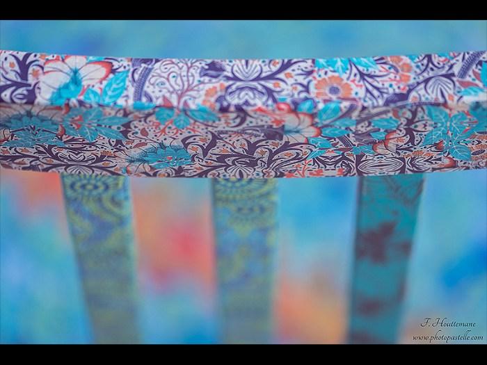 chaise-bois-deco-boheme-fleur-bleu-orange-verte-2