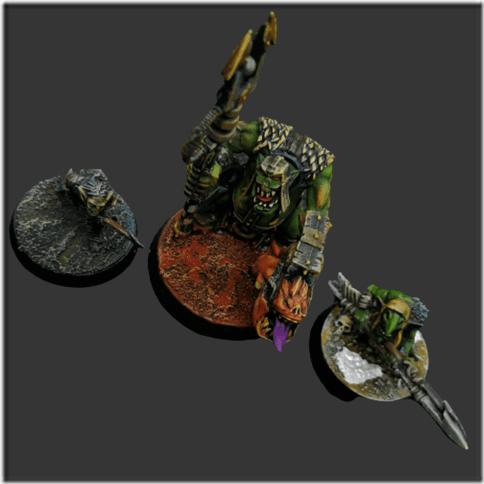 Photo de 3 socles de figurine avec des pigments