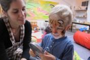 Kinderschminken im Kinderzimmer Atelier Flow Wien Zeichnen Spielen Malen soziale Kontakte Kurs Eltern Kinder Kaffee