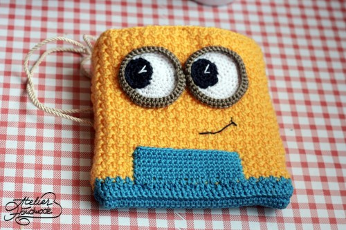 crochet-minion-purse