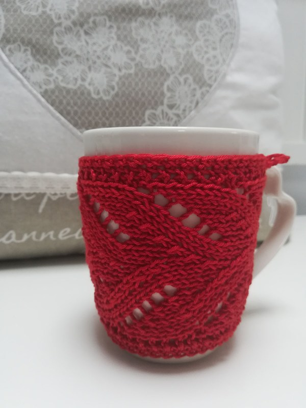 red-knit-mug-cozy