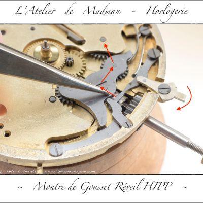 Le levier agit sur la bascule, qui déplace le pignon coulant. Celui-ci engrène alors avec la roue de renvoi sur le sélecteur et remonter ainsi le barillet de sonnerie.
