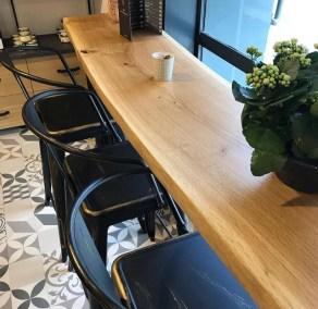 Projet Cosy du Plo : comptoir avec des tabourets