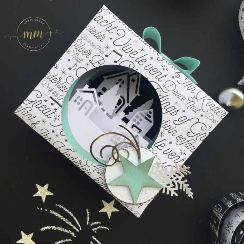 Photophores, guirlandes et boîtes origami de Nouvel an, Edgelits Bonjour de ma ville, Framelits Forme à coudre, Framelits Pyramide de cercles, Home déco, Papier Design Spécialité Musique joyeuse, Perforatrice Deux banderoles, Perforatrice Etiquette en fanion, Perforatrice Nœud, Thinlits Escalier de Noël, Thinlits Flocons virevoltants, Thinlits Mini sac de sucreries par Marie Meyer Stampin up - http://ateliers-scrapbooking.fr - Tealight and card, Hometown Greetings Edgelits Dies , Stitched Shapes Framelits Dies, Layering Circle Framelits Dies , Merry Music Specialty Designer Series Paper , Duet Banner Punch , Banner Triple Punch, Bow Builder Punch , Christmas Staircase Thinlits Dies , Swirly Snowflakes Thinlits Dies, Mini Treat Bag Thinlits Dies - Edgelits Formen Winterstädtchen , Framelits Formen Stickmuster, Framelits Formen Lagebweise Kreise , Besonderes Designerpapier Weihnachtslieder, Bannerduo Stanzen, Fähnchen, dreifach einstellbar Stanzen, Schleife, Elementstanze,Thinlits Formen Weihnachtliche Treppe, Thinlits Formen Flockenreigen , Thinlits Mini-Leckereientüte