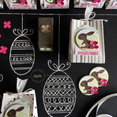 Boîtes de Pâques Hello Easter, Framelits Formes à coudre, Framelits Pyramide de cercles, Papier Design Spécialité Printemps métallisé, Pâques, Perforatrice Etiquette du quotidien, Perforatrice mini formes à perforer, Planche insta pochette, Sale a bration, Set de tampons A mon petit poussin, Set de tampons Expressions Eclectiques, Set de tampons Hello Easter par Marie Meyer Stampin up - http://ateliers-scrapbooking.fr - Easter basket box, Stitched Shapes Framelits, Layering Circles Framelits, Papier Spring Series Foils Specialty Series, Everyday Label Punch, Gift Bag Punch Board, Eclectic Expressions Stamp, Hello Easter Stamp - Ostern geschenke, Framelits Stickmuster, Framelits Lagenweise Kreise, Besonderes Designerpapier Frühlingsglanz, Ostern, Stanze Etikett für jede Gelegenheit, Stanz- und Falzbrett für Geschenktüten, Vielseitige Grüsse Stempel