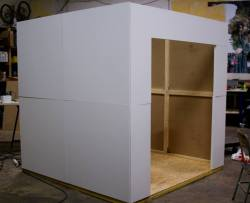 """Assemblage du prototype du """"White Cub"""" en atelier"""