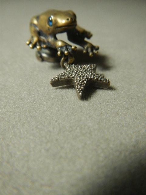 HB カエル 蛙 ピンブローチ ブローチ 粒星 星 動物シリーズ アトリエnest
