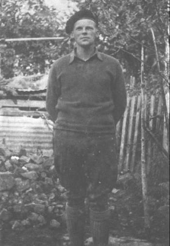 Ο Βρετανός συνταγματάρχης Κρις, εκπρόσωπος της Συμμαχικής Στρατιωτικής Αποστολής (Πηγή φωτογραφίας: Θαν. Χατζή: «Η ΝΙΚΗΦΟΡΑ ΕΠΑΝΑΣΤΑΣΗ ΠΟΥ ΧΑΘΗΚΕ»)