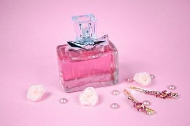 ニオいブ女になってない!?さりげない香りが素敵なヘアコロンの正しいつけ方&おすすめヘアコロン4選