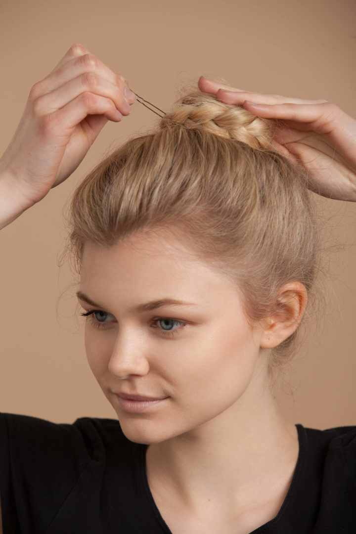 12 easy hairstyles for long hair that you can do in minutes