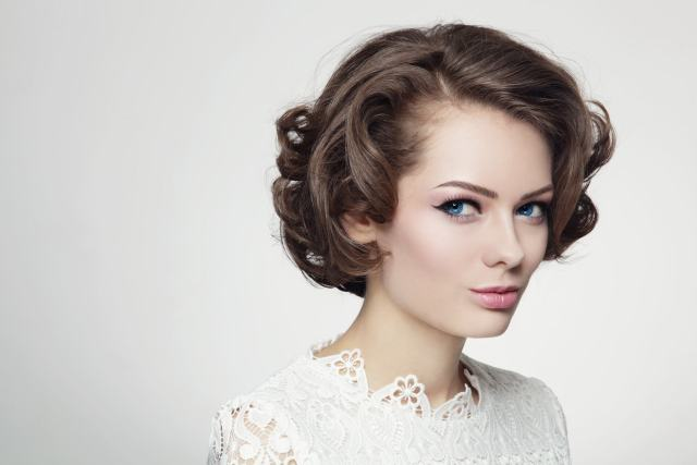 vintage 60s hairstyles: how to re-create 2 iconic styles on