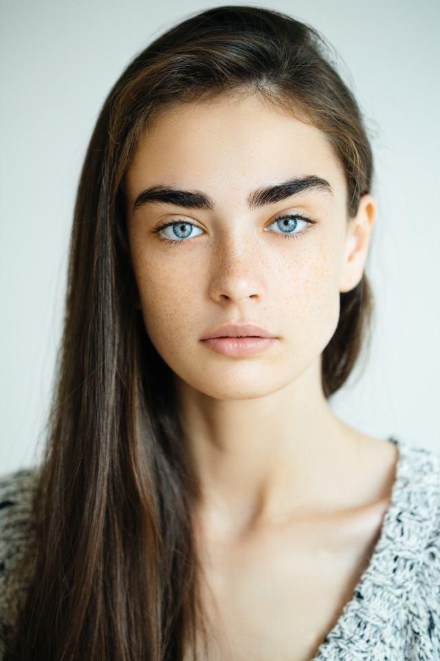 brown hair blue eyes: 10 hairstyles that flatter you