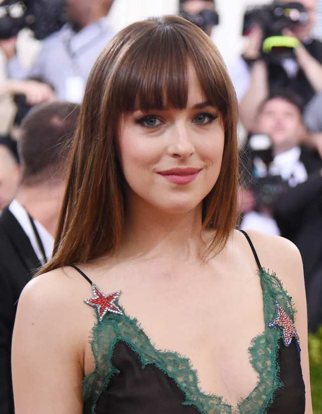 5 reasons why straight bangs are the best thing ever | all