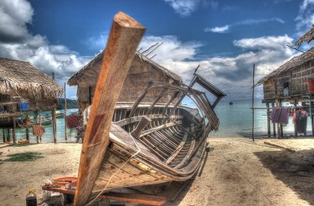 blurry boat work - fishing village(edit)