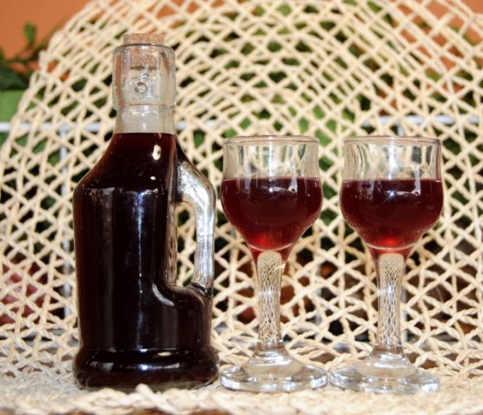 Liqueur-with-Black-Berries-_-Photo-By-Thanasis-Bounas