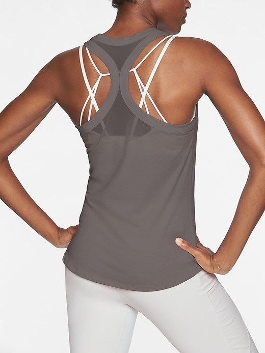 Fall Workout Top #athleisure #workoutwear #womenstyle