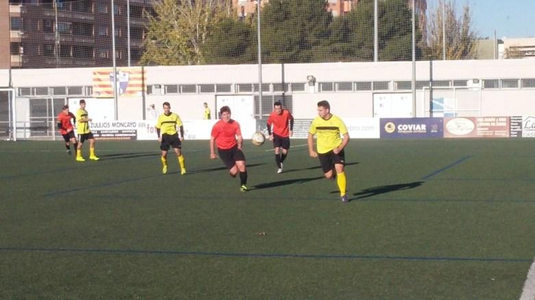 David Orcajo persigue a un atacante del Deportivo Almozara.