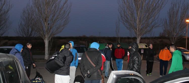 Los dos equipos tuvieron que esperar en la puerta porque el encargado no llegaba.