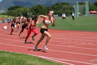 Girls 200m Heats (18)