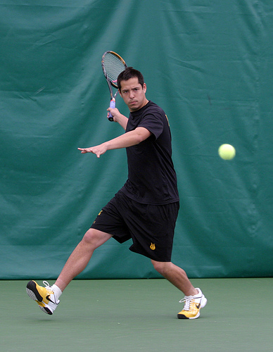 Men's Tennis Defeats St. Thomas and Bethel, Clinches At ...