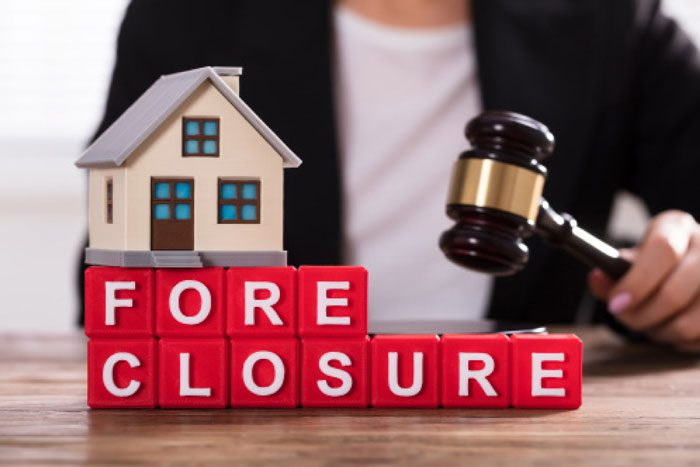 5 Dangers of Buying at Foreclosure Auctions