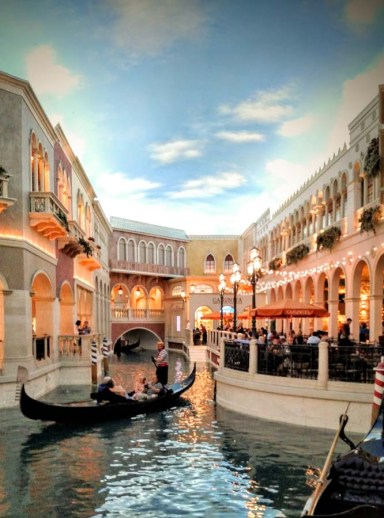 Experience The Venetian - Las Vegas Luxury at its Best... plus THE ONE Restaurant You MUST Try!