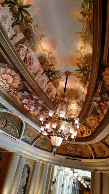experience-the-venetian-las-vegas-luxury-at-its-best...-plus-the-one-restaurant-you-must-try-16