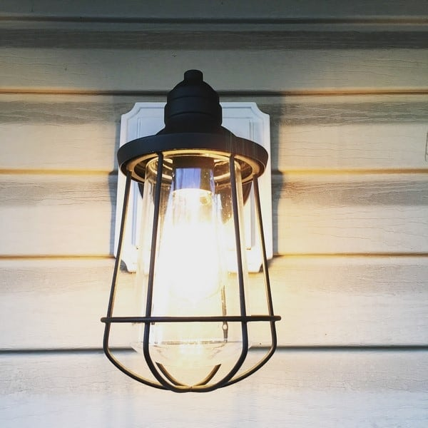 how to update your outdoor deck with lighting (7)