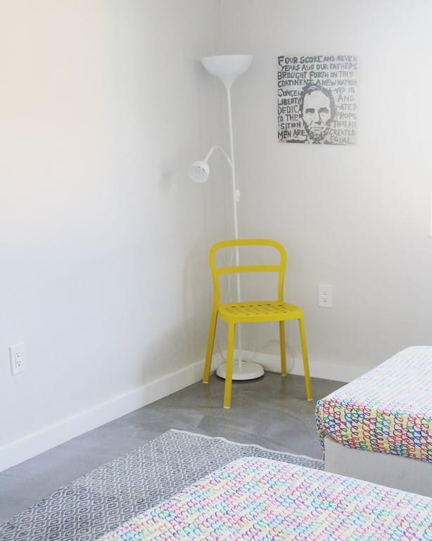 10 tips for decorating on a budget from an Air BNB. There are some fun DIY ideas- everything from bedroom decor to wall hangings so you can save money on your house.