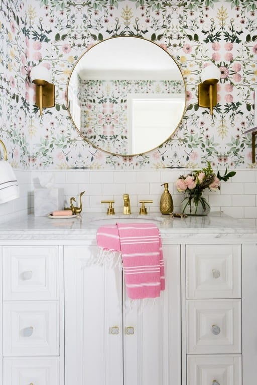 can I put wallpaper in bathrooms? Yes! How to deal with shower humitity, splashes and water damage, and mold. Ideas and tips for how to combat all these issues. Wall coverings can make a big difference in a small modern bathroom! Plus rules on using removeable and traditional wallpaper