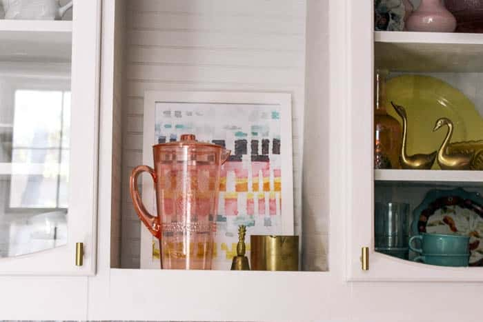 how to pick the perfect kitchen cabinet hardware. Ideas for white and blue cabinets. Pulls and knobs in all colors- brass, silver, black, brushed nickel, and gold. Plus top trends in 2018 hardware