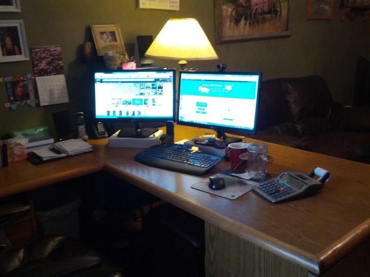desktop-computer-dual-monitor