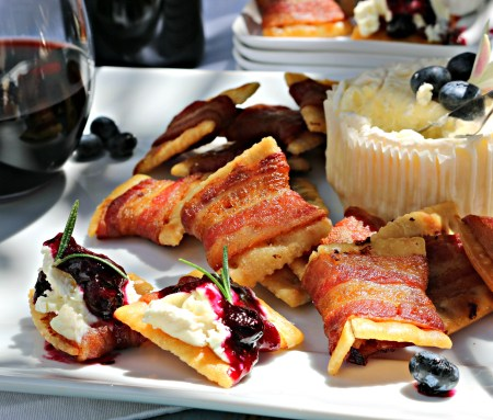 Savory Bacon Crackers with Tarantas Monastrell Blueberry-Fig Jam and Creamy Goat Cheese