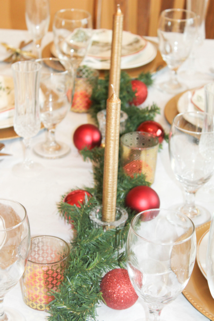 christmas-dinning-room-with-ornaments