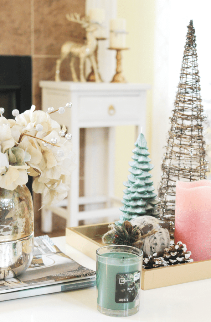 holiday-home-tour-family-room-coffee-table-styling