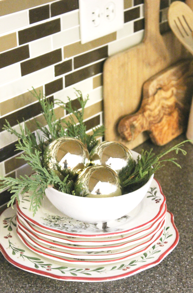 holiday-home-tour-kitchen-plates
