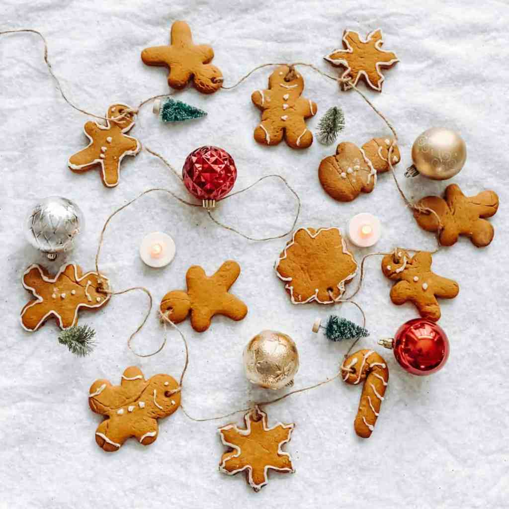 Gingerbread-Cookie-Garland-Holiday-Garland-Christmas-Garlands-Kids-Christmas-Activities-Family-Holiday-Activities-DIY-Christmas-Decor-athomewithzan-11-.jpg