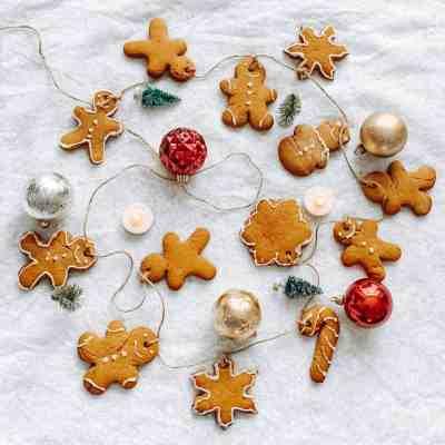 Gingerbread-Cookie-Garland-Holiday-Garland-Christmas-Garlands-Kids-Christmas-Activities-Family-Holiday-Activities-DIY-Christmas-Decor-athomewithzan-5-.jpg