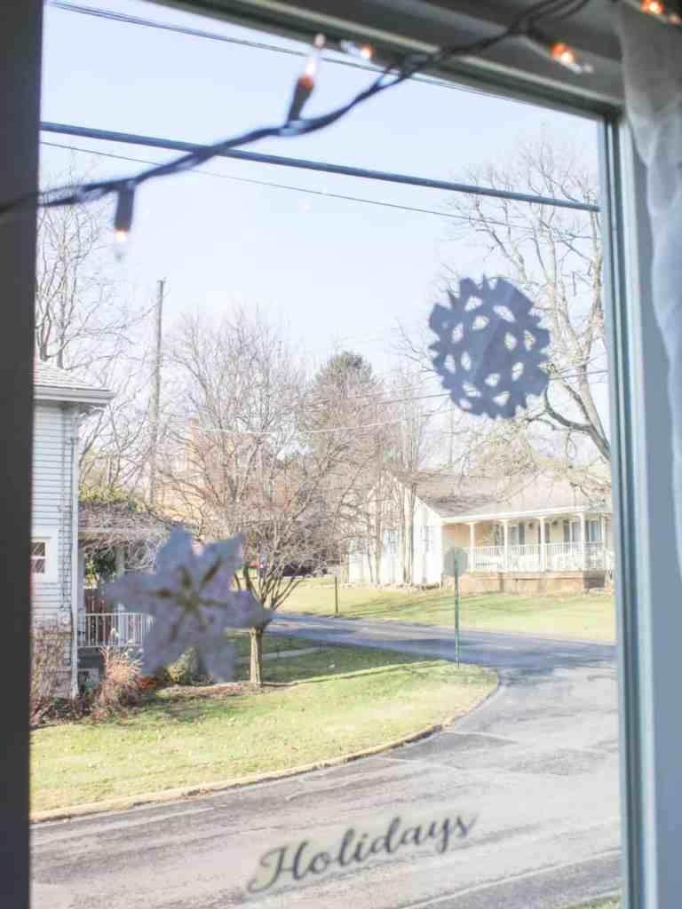 DIY-Snowflakes-Craft-Winter-Crafts-for-Kids-How-to-Make-Snowflakes-Homeschool-Crafts-for-Kids-athomewithzan-4.jpg