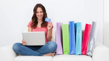 4 Tips for Women to Master the Art of Online Shopping