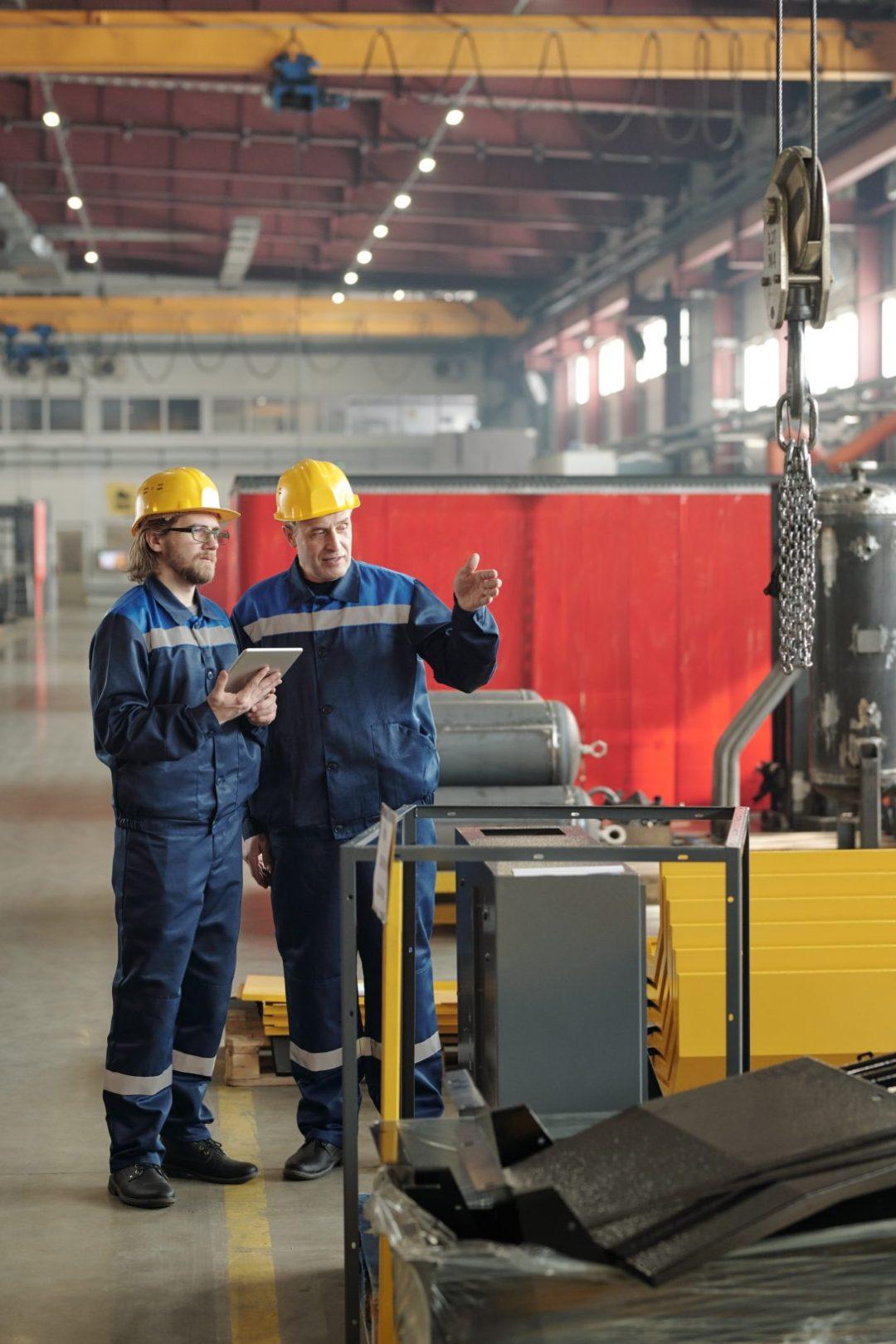 Manufactura hombres trabajando
