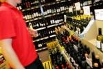 Romanii cheltuie cel mai mult pe alimente, tigari si alcool