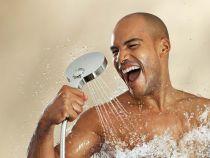 O noua metoda de a economisi apa: studentii sunt rugati sa urineze in timpul dusului