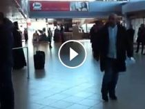 Video: Preot injura ca la usa cortului in aeroport
