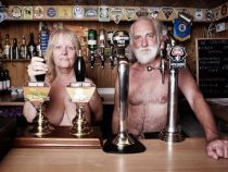 Un sat din Marea Britanie adaposteste cea mai veche colonie de nudisti