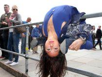 Uimitor: O femeie este atat de flexibila incat reuseste sa intre intr-o valiza!